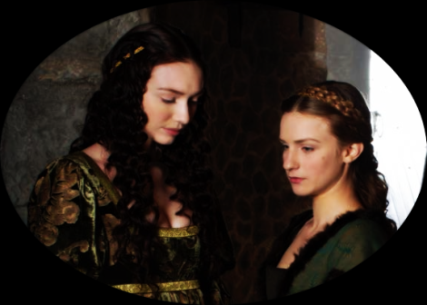 Lady Isabel (Eleanor Tomlinson) and Lady Anne (Faye Marsay); daughters of Lord and Lady Warwick.