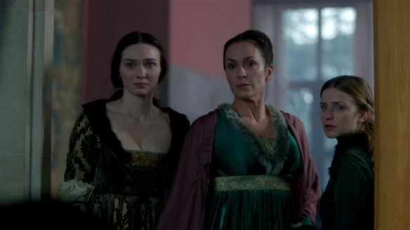 Lady Warwick (Juliet Aubrey) with her daughters.