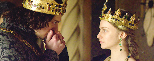 Richard and his queen, Anne portrayed by Faye Marsay